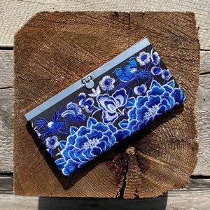 Floral embroidered accordion wallet
